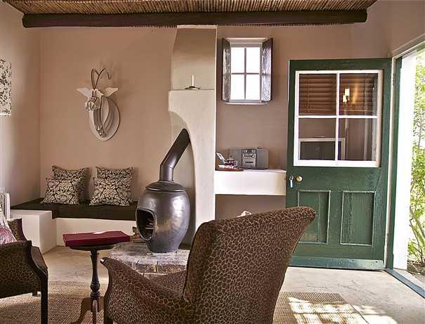 augusta-de-mist-country-retreat-bedroom-lounge-area