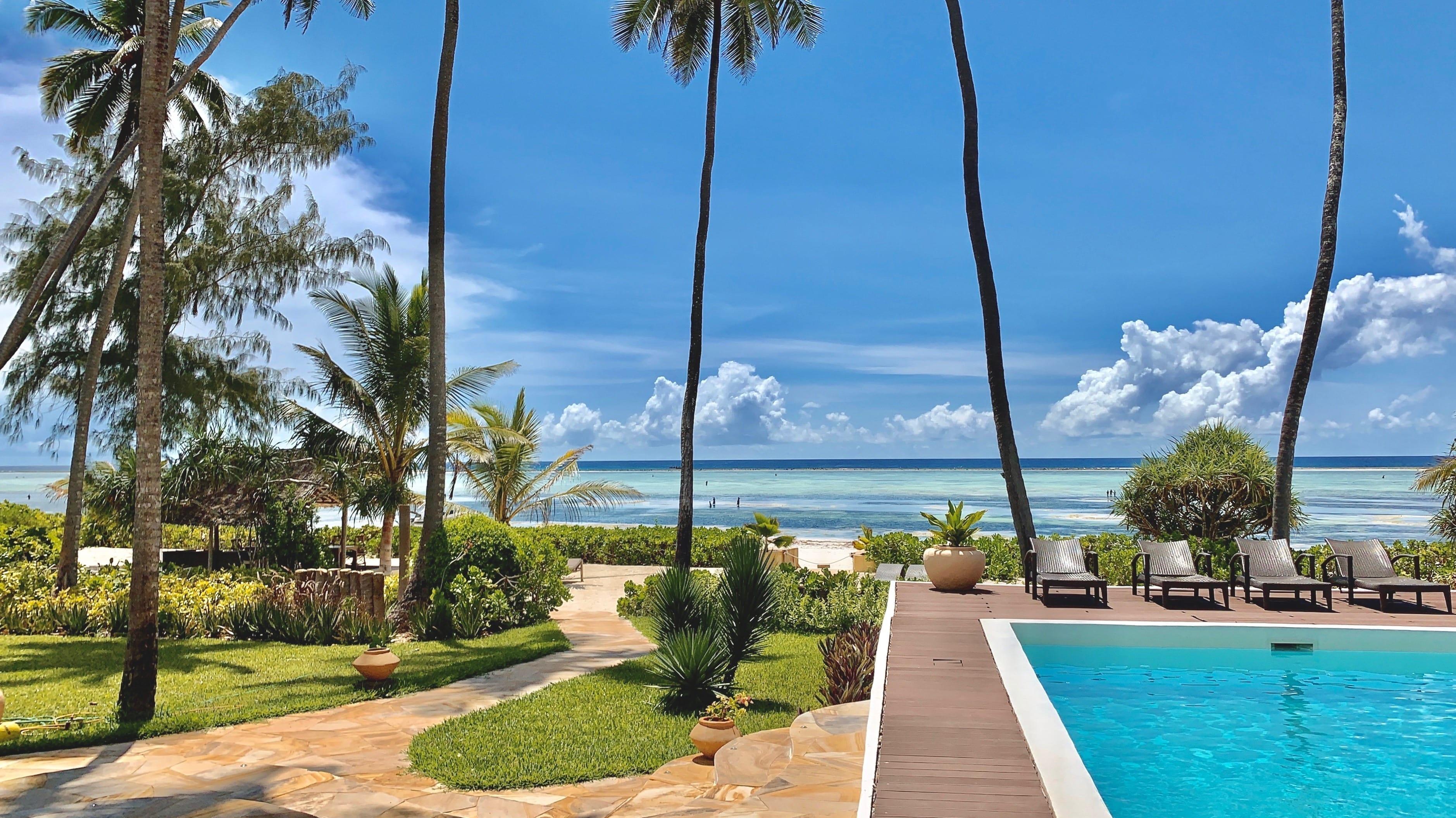 Zanzibar Beach Villa på Matemwe, utsikt över poolen och den privata stranden