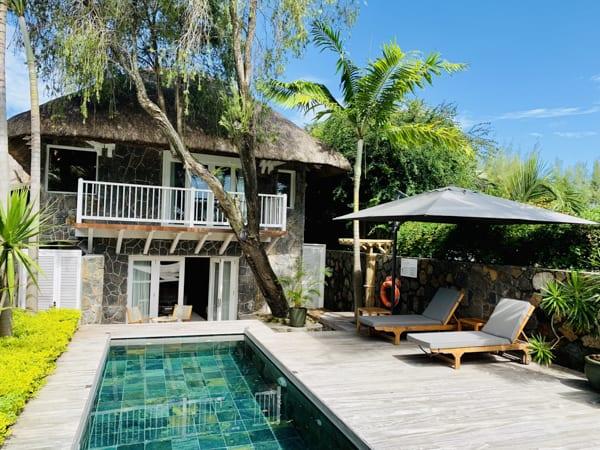 En privat pool med eget soldäck och egen ingång till stranden förhöjer din bröllopsresa i Afrika. På 20 Degrés Sud är ni garanterade en romantisk upplevelse