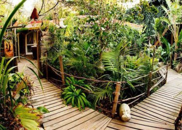 bamboo-surroundings-private-garden-entrances