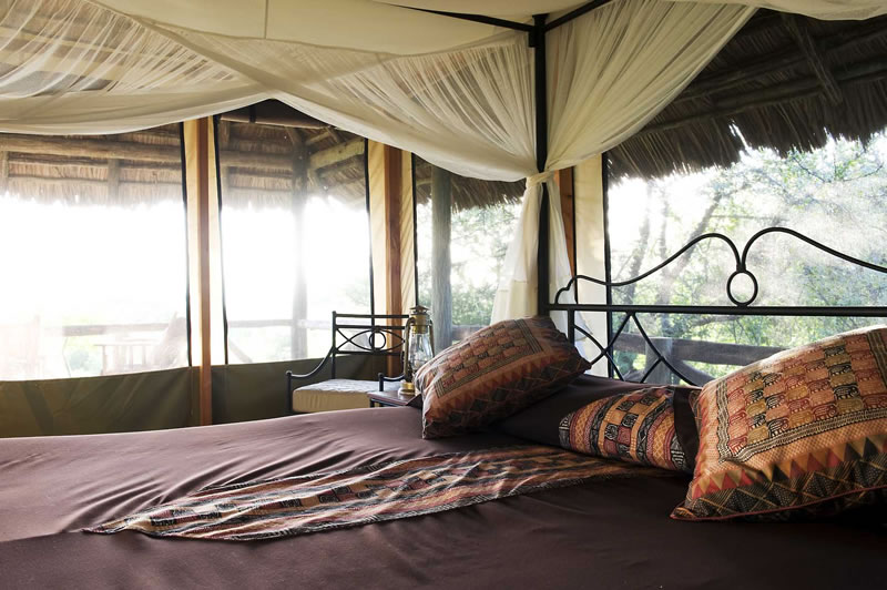 lake-burunge-bedroom-looking-out-800