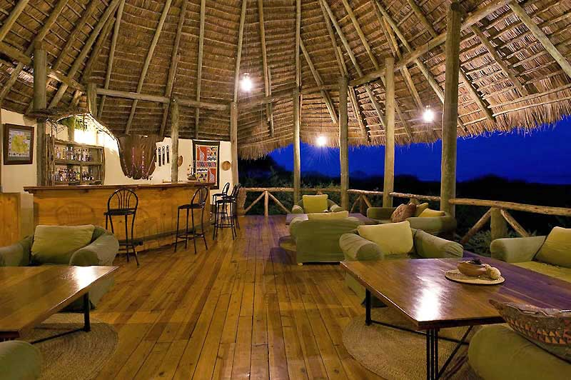 lake-burunge-lounge-night-800